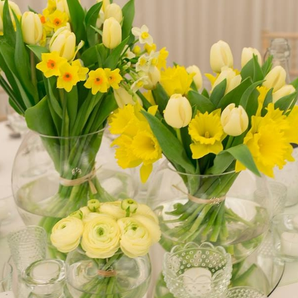 Spring table centrepiece